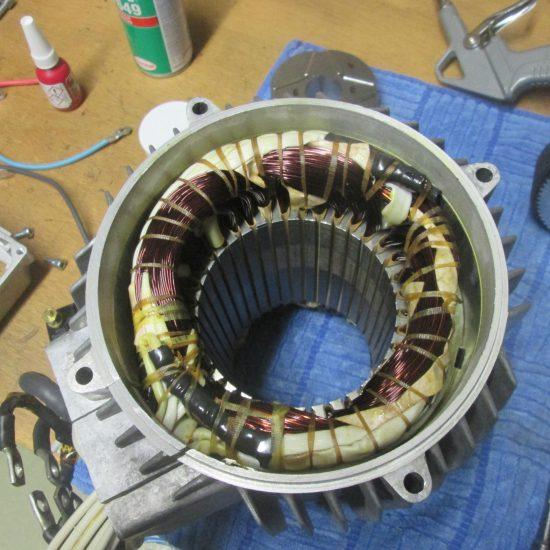 Stator im Motorengehäuse